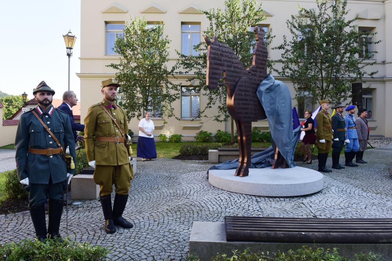 Odhalení jezdecké sochy T. G. Masaryka v Hranicích