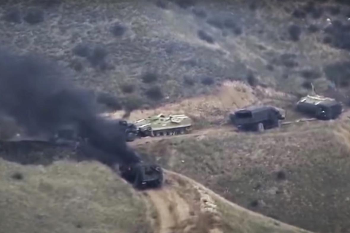 Na Karabachu pokračují boje a vzájemné ostřelování