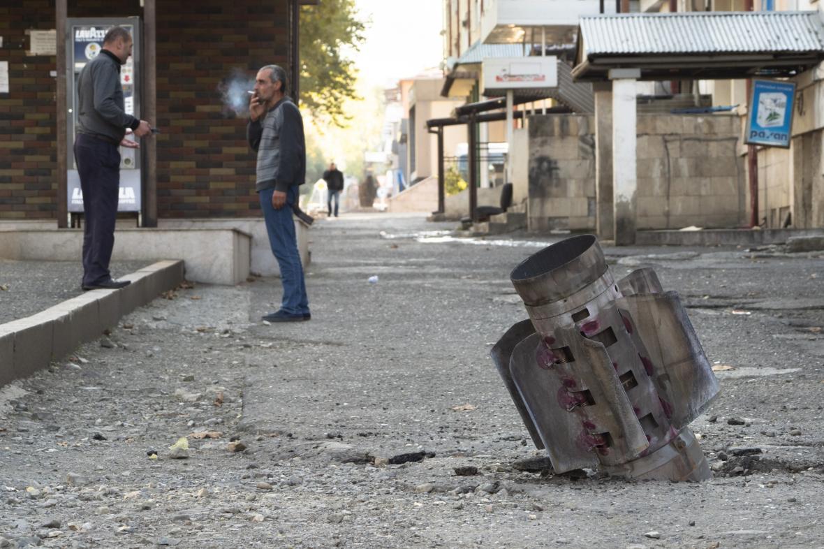 Následky ostřelování v karabašské metropoli Stěpanakertu