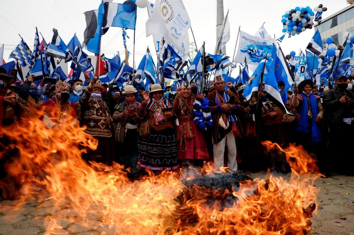 Podporovatelé politické strany MAS na shromáždění v El Alto