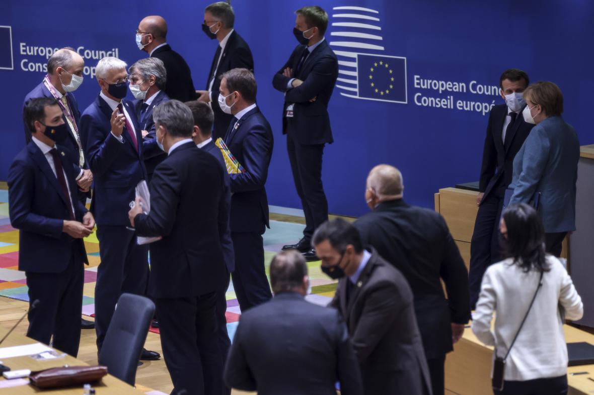 Představitelé zemí EU na summitu