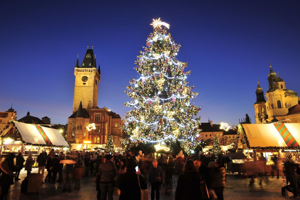 Vánoční strom na Staroměstském náměstí v roce 2019