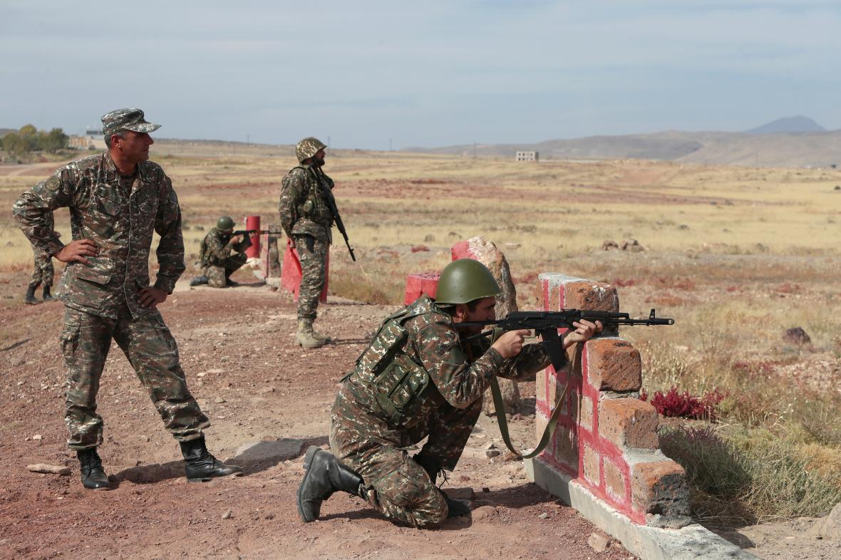 Arménští záložníci trénují na boje poblíž Jerevanu