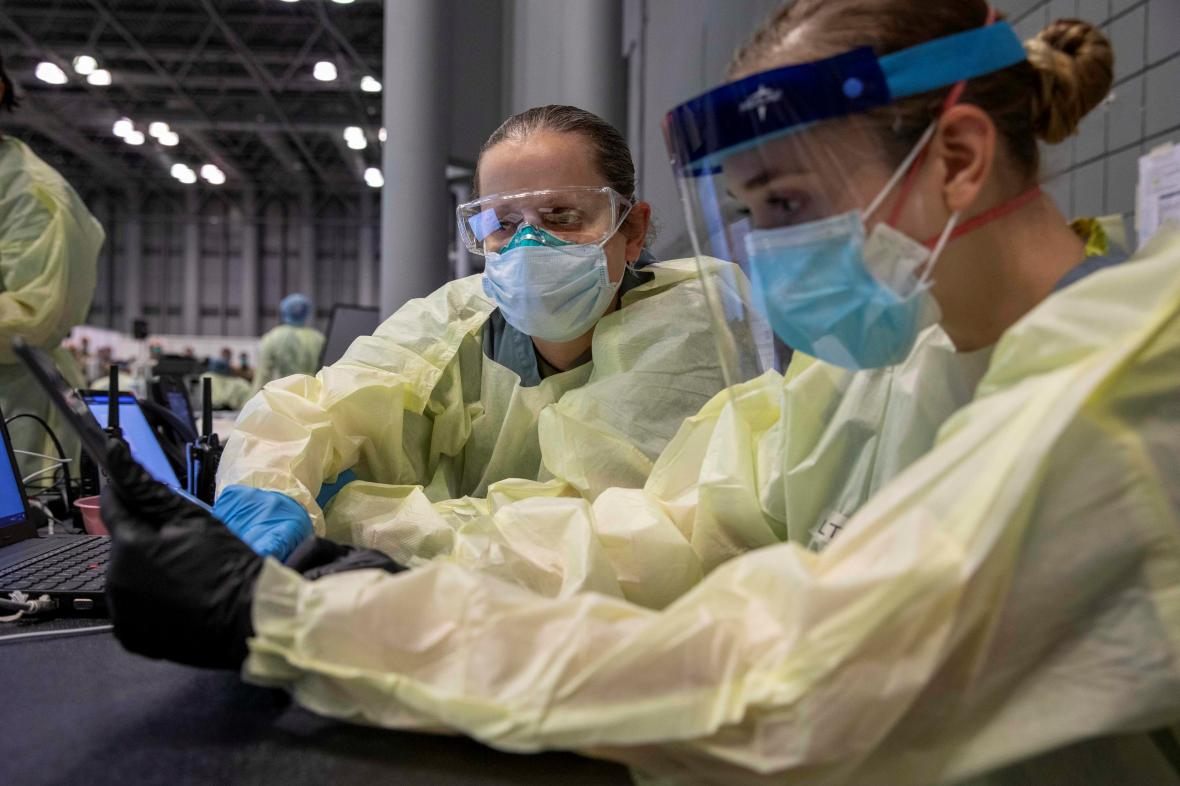 Američtí vojenští lékaři pomáhají v nemocnici při epidemii koronaviru
