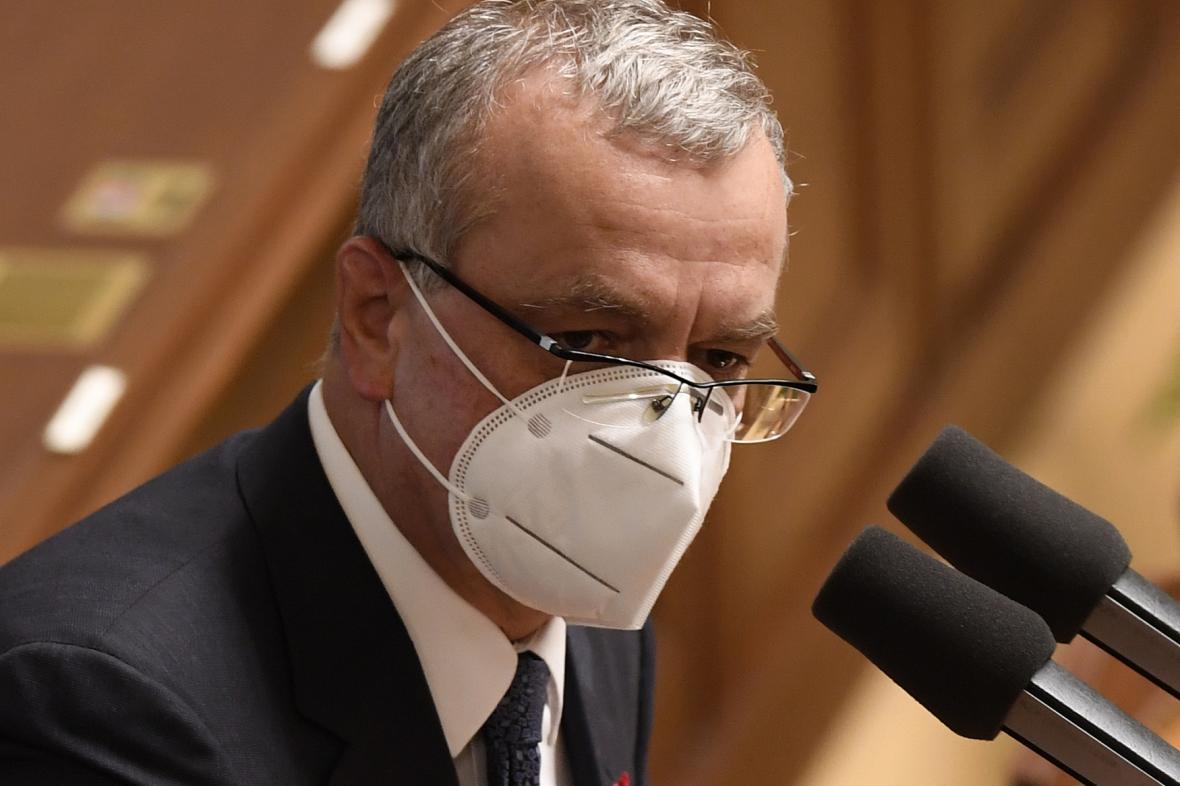 Miroslav Kalousek se ve sněmovně omluvil za návštěvu restaurace