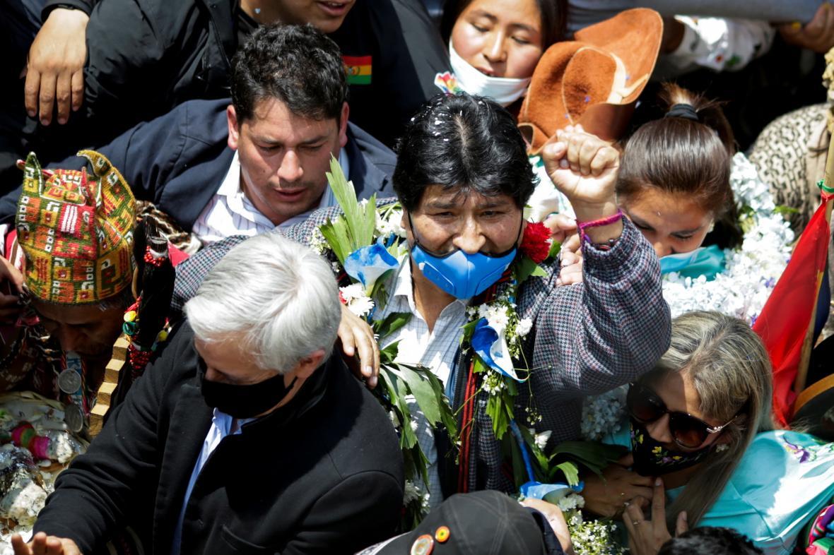 Evo Morales při návratu do vlasti