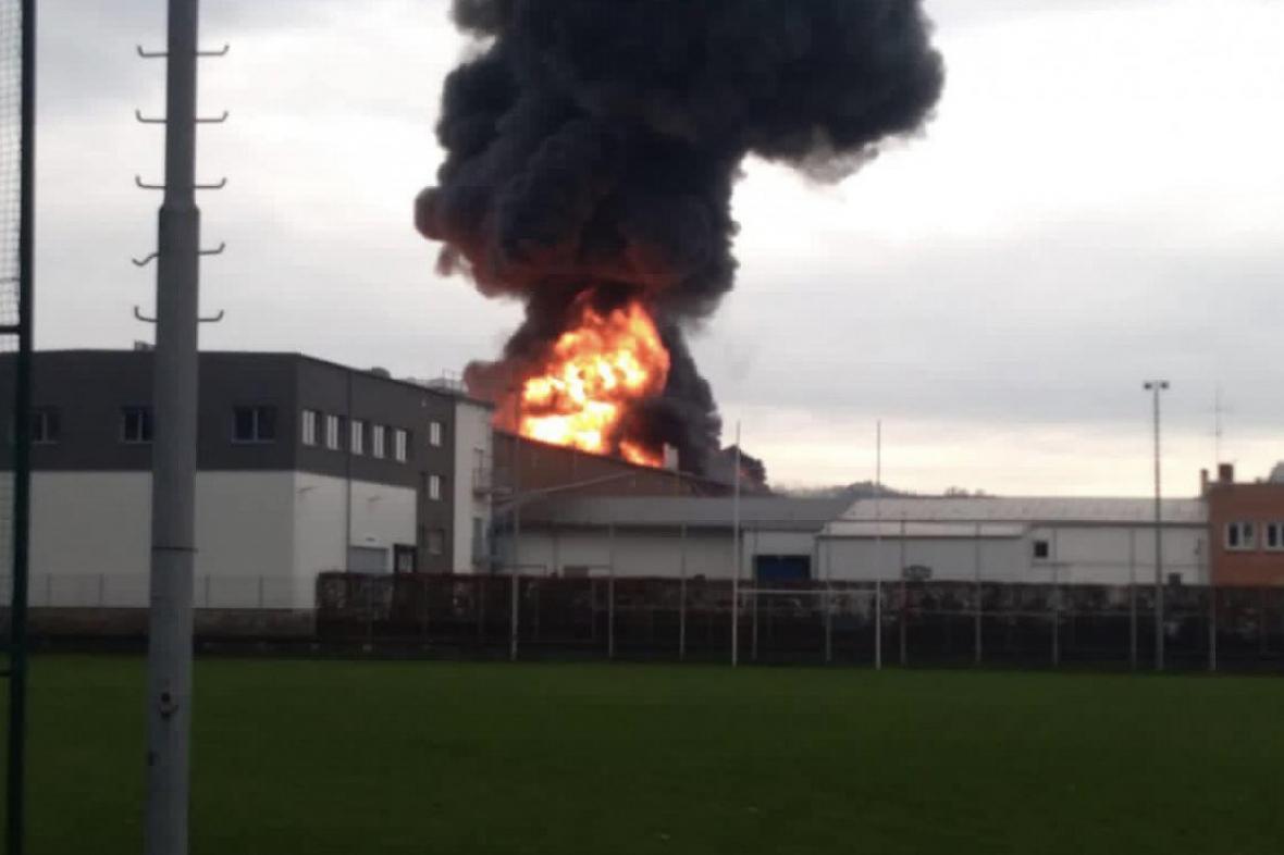 Požár skladu v Kralupech nad Vltavou