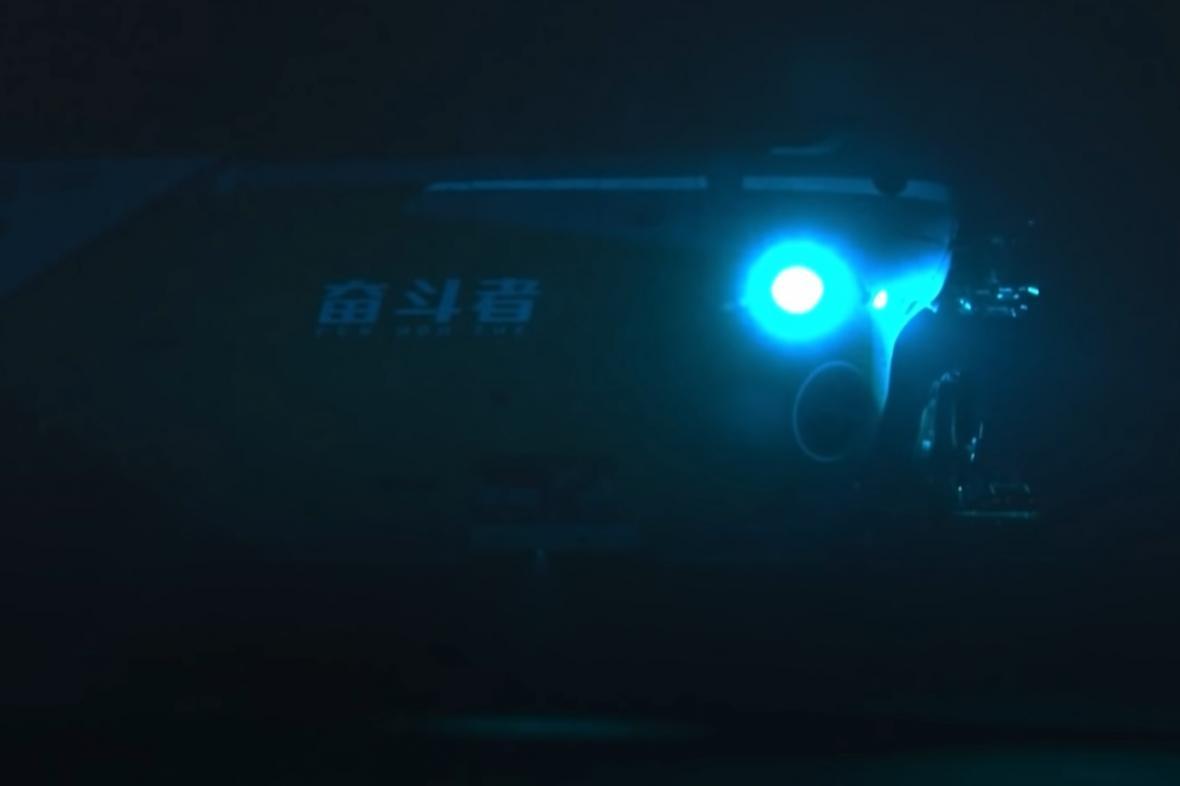 Čínská ponorka se ponořila do Mariánského příkopu