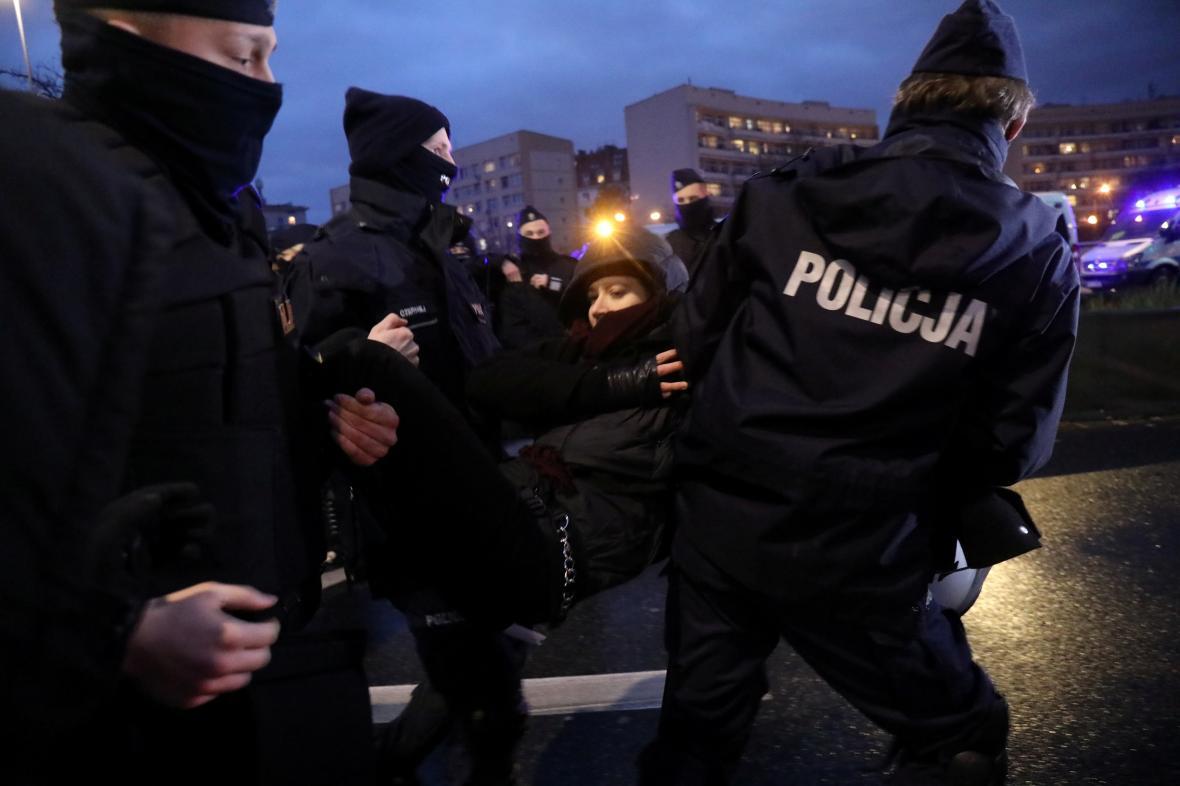 Zásah proti demonstraci ve Varšavě