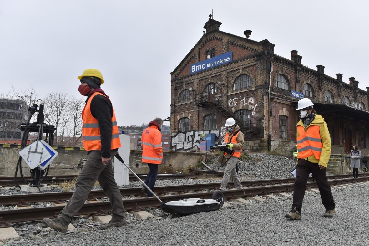 Hloubkové měření stavu historického železničního viaduktu