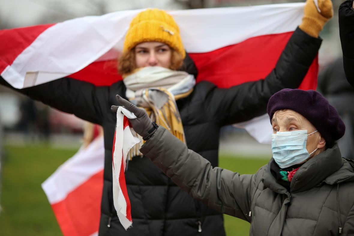 Demonstrantky v Minsku 22. listopadu