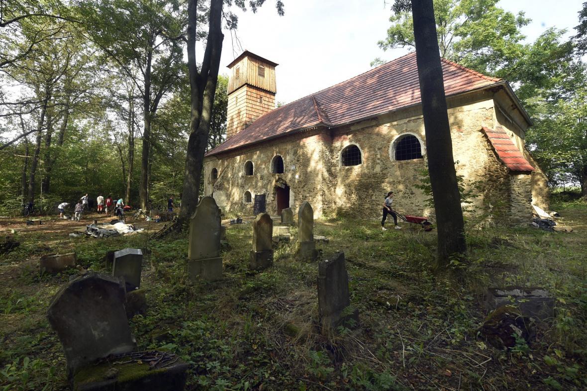 Gotický kostel v zaniklé obci Pelhřimovy na Osoblažsku