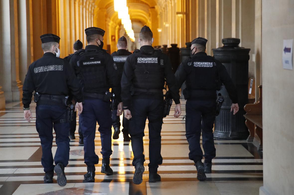 Četníci u soudu s teroristou Chazzaním