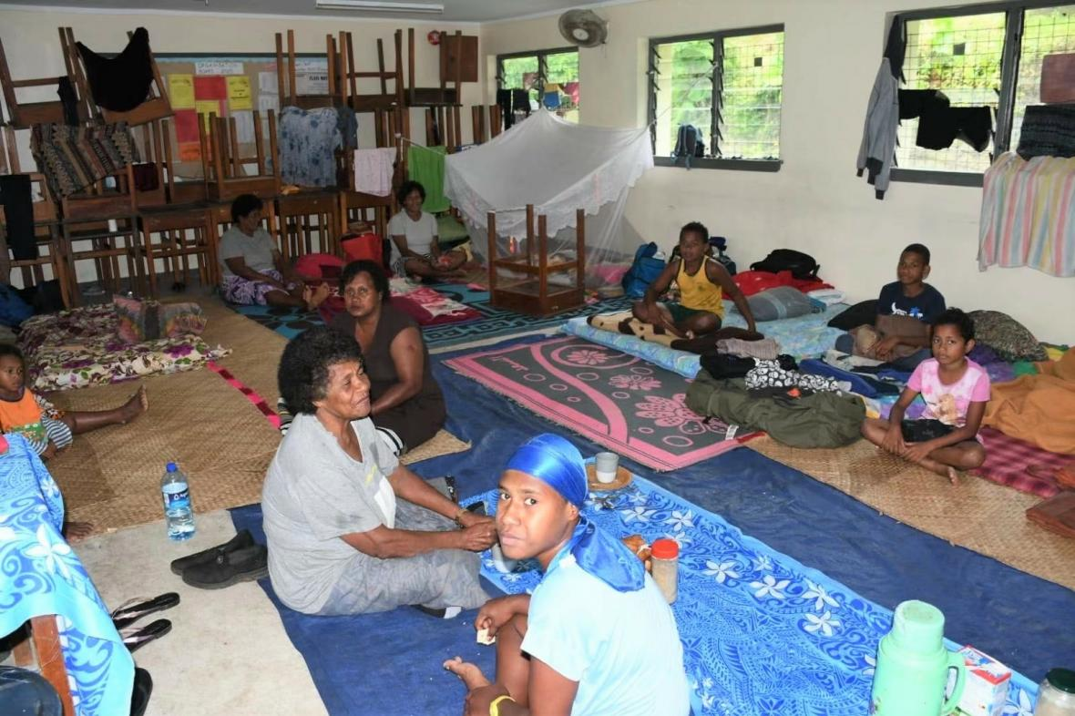 Lidé na Fidži se ukryli před cyklonem do evakuačních center