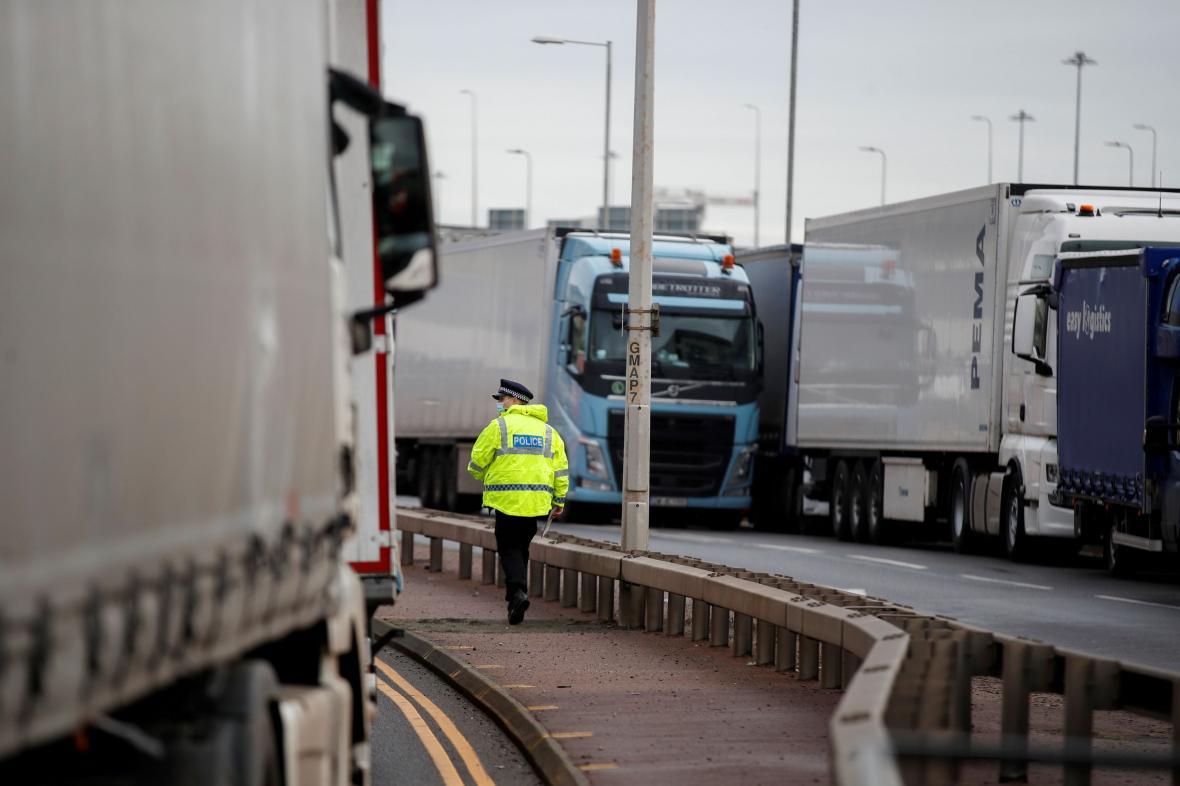 Kamiony uvězněné v Doveru