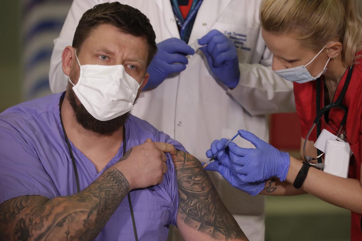 Očkování v nemocnici ve Varšavě