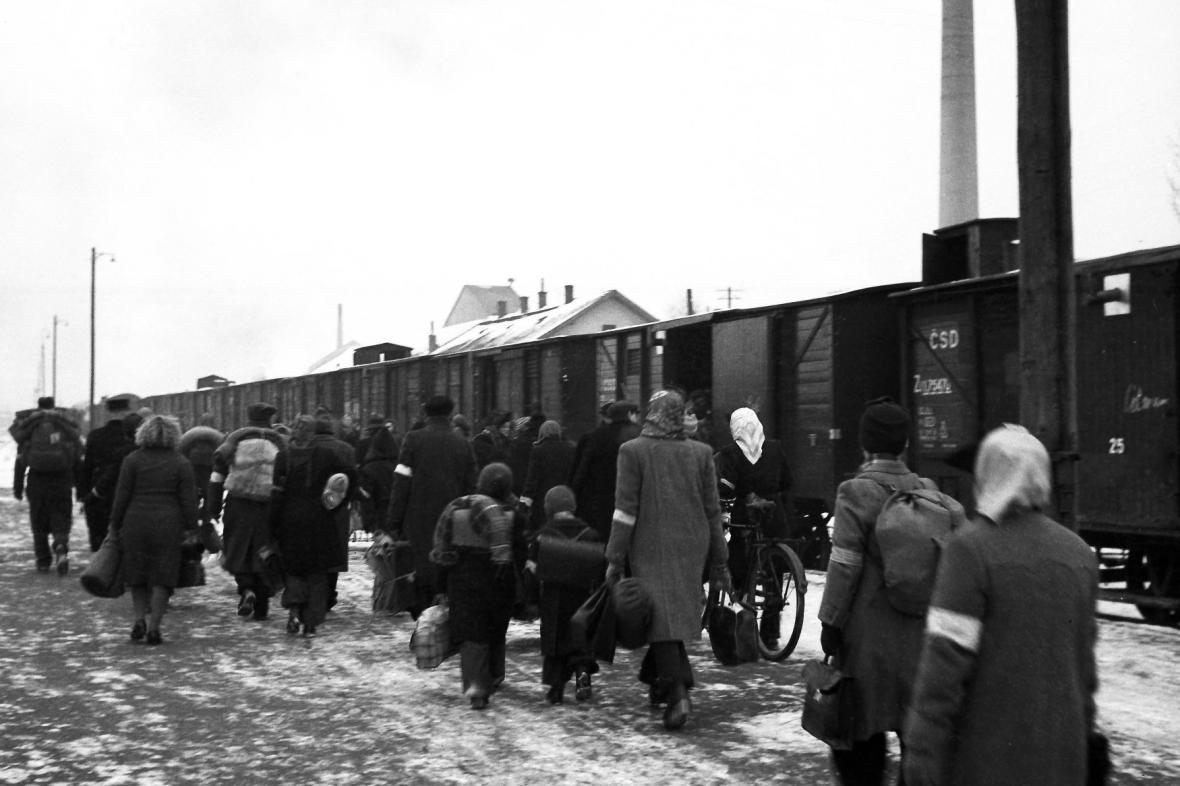25. ledna 1946 odjel první organizovaný transport do Německa