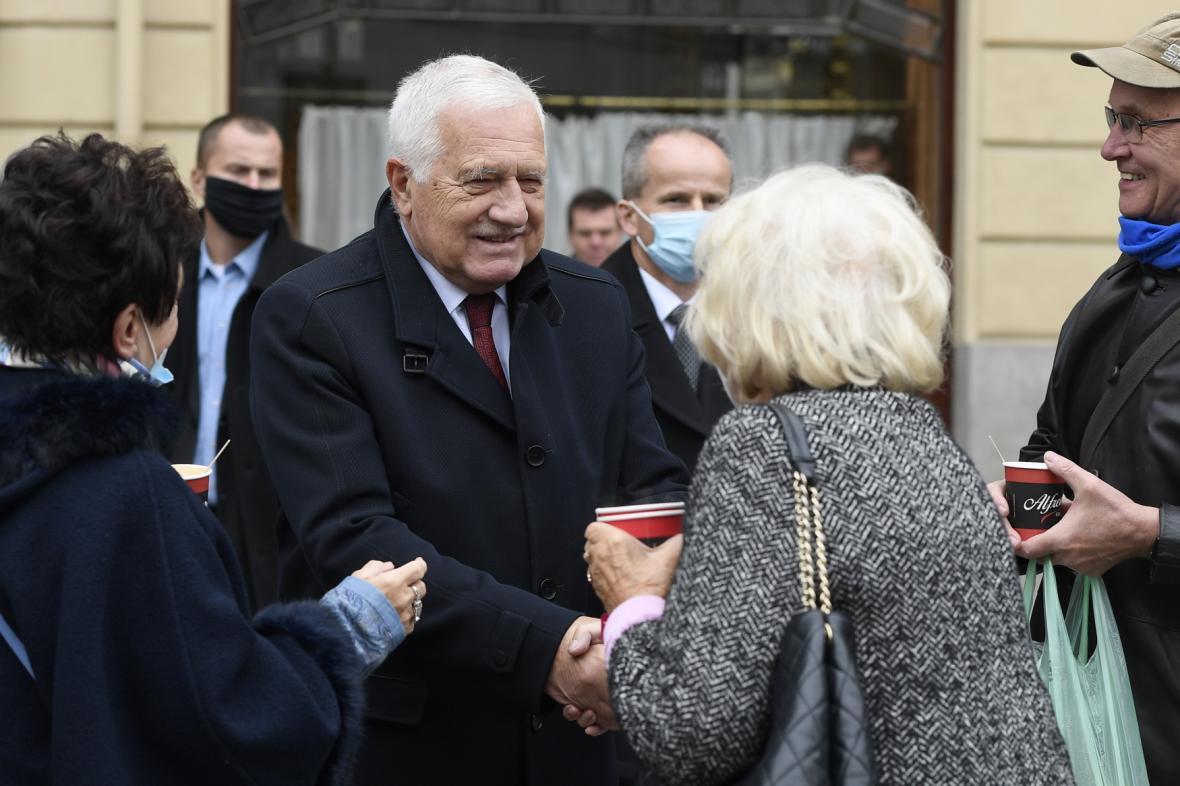 Václav Klaus bez roušky