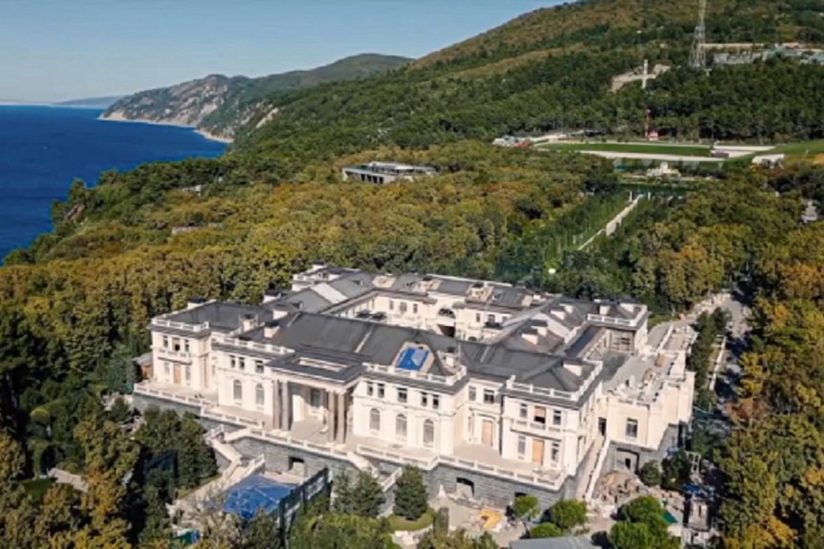 Palác, který podle Navalného patří Putinovi
