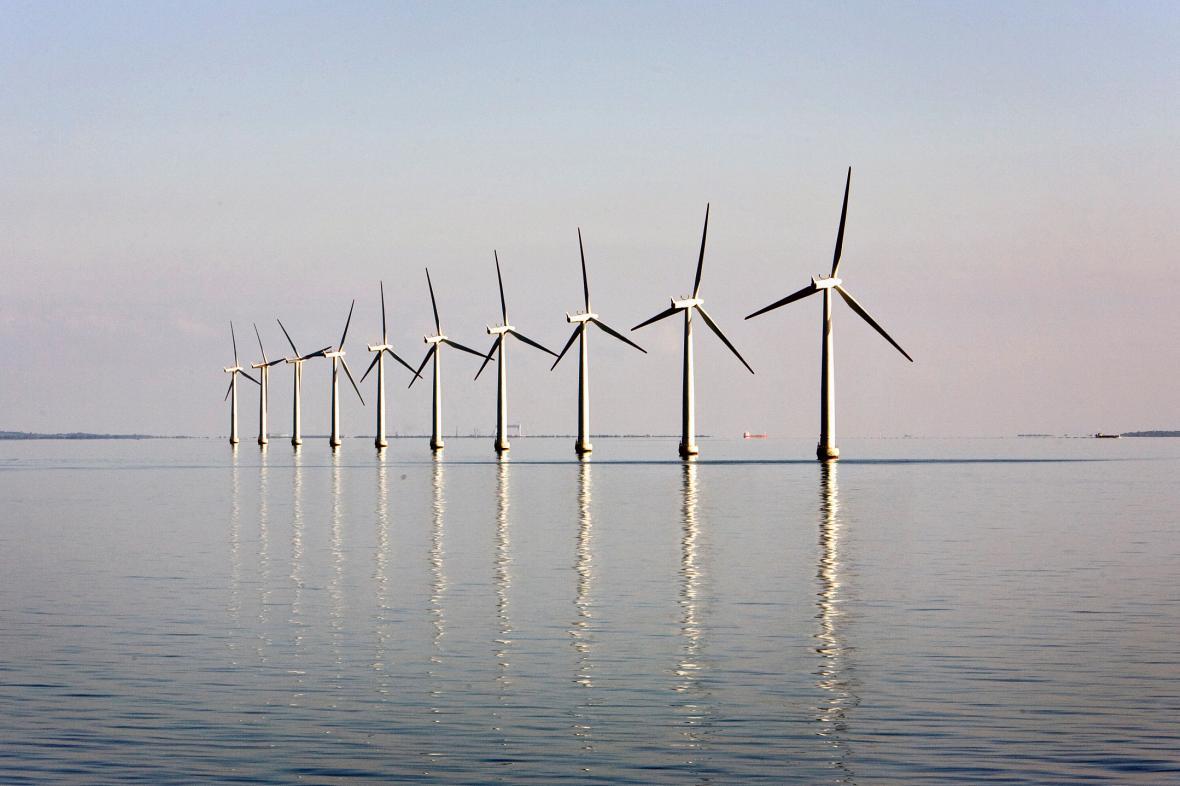 Větrná farma nedaleko dánského ostrova Samso