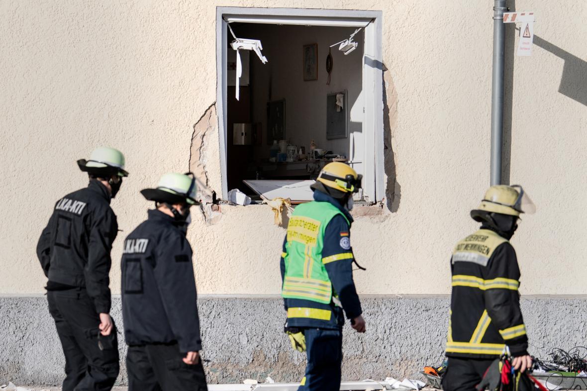 Výbuchem poškozená budova v Memmingenu