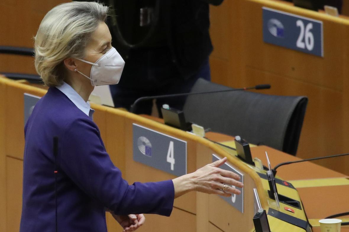Ursula von der Leyenová v parlamentu