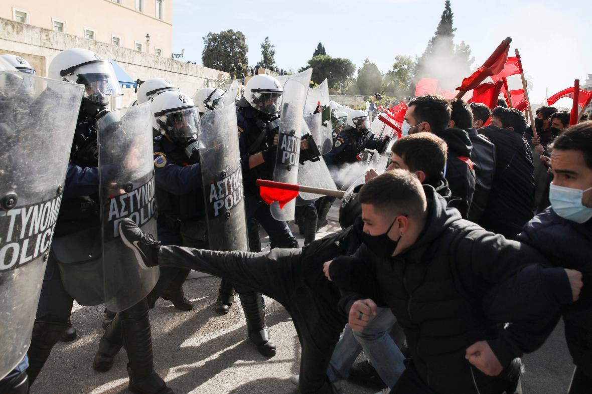 Protest proti zákonu o přítomnosti policie na univerzitách