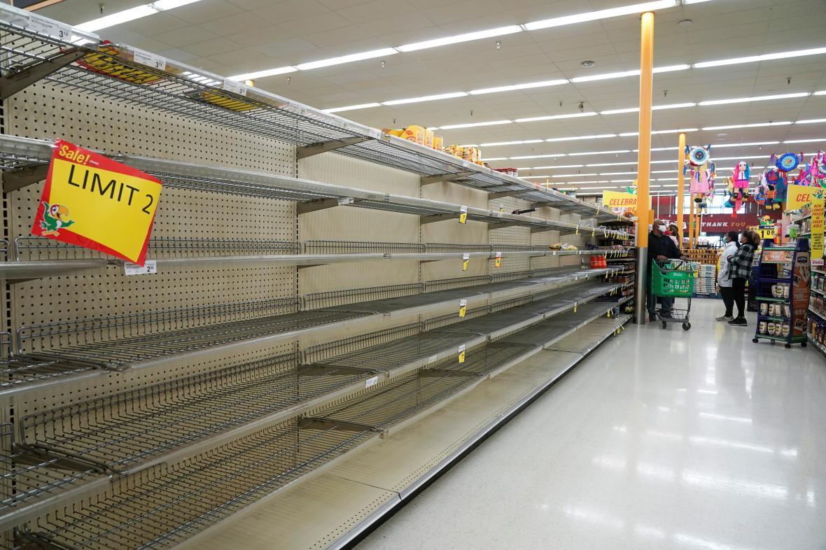 Mráz v Houstonu způsobil výpadky dodávek potravin