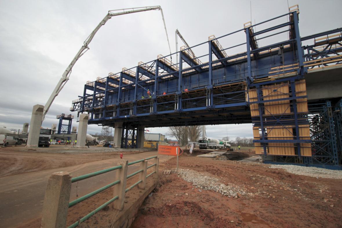 Stavba dálničního mostu na D3