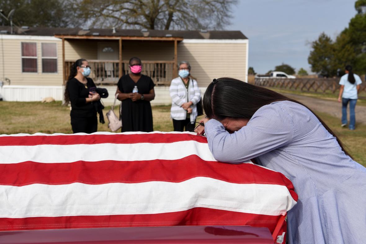 Pohřeb oběti koronaviru v Texasu