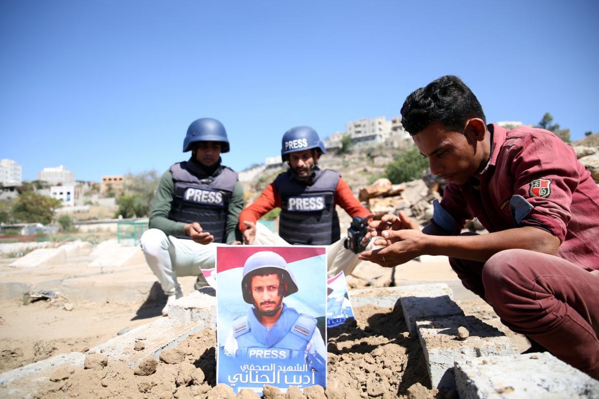Pohřeb zemřelého reportéra Adeeba al-Janani