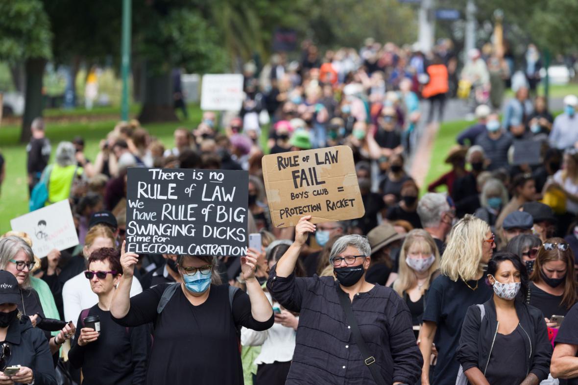 Lidé protestují v ulicích australských měst