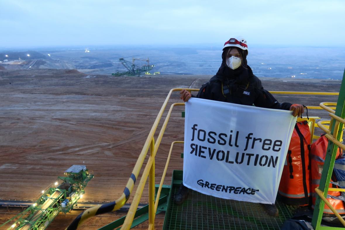 Aktivisté protestují na dole Turów