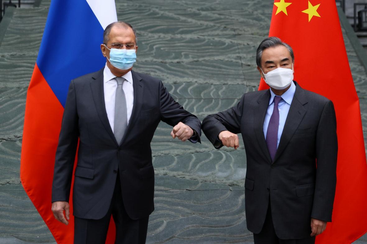 Sergej Lavrov během návštěvy Číny