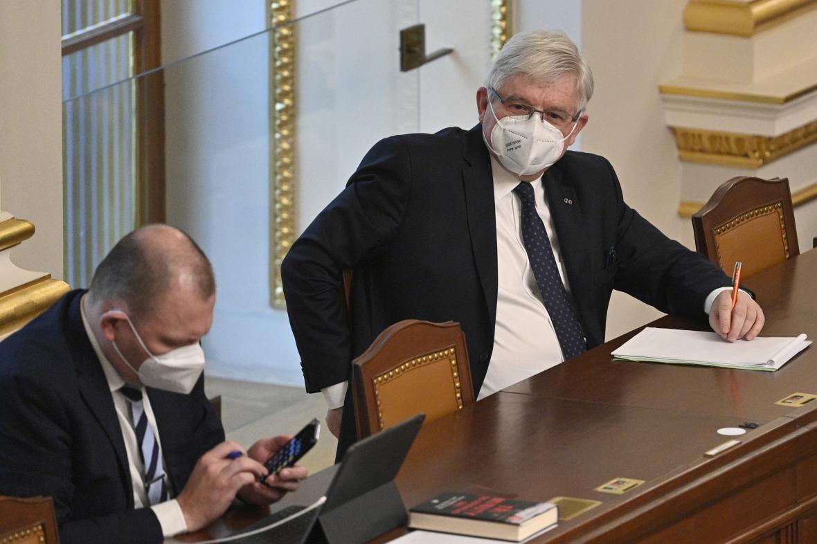 Jiří Rusnok na jednání Poslanecké sněmovny