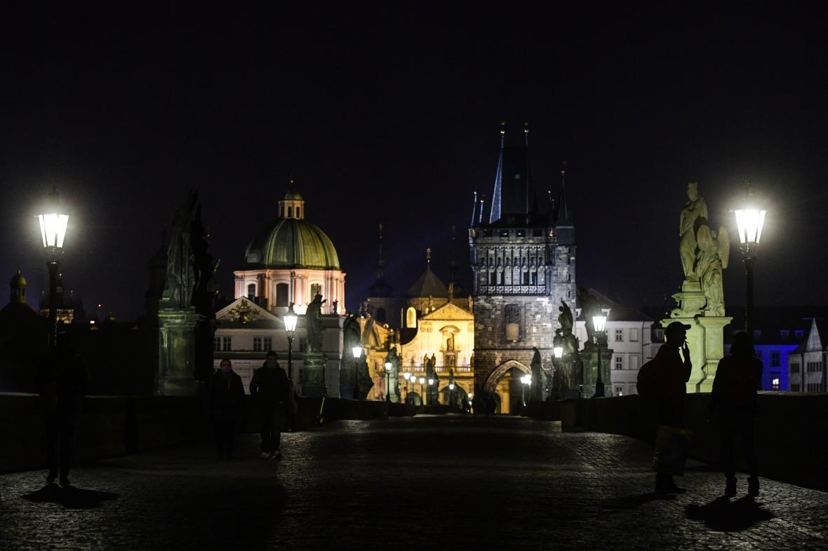Praha během Hodiny Země (foto z roku 2020)