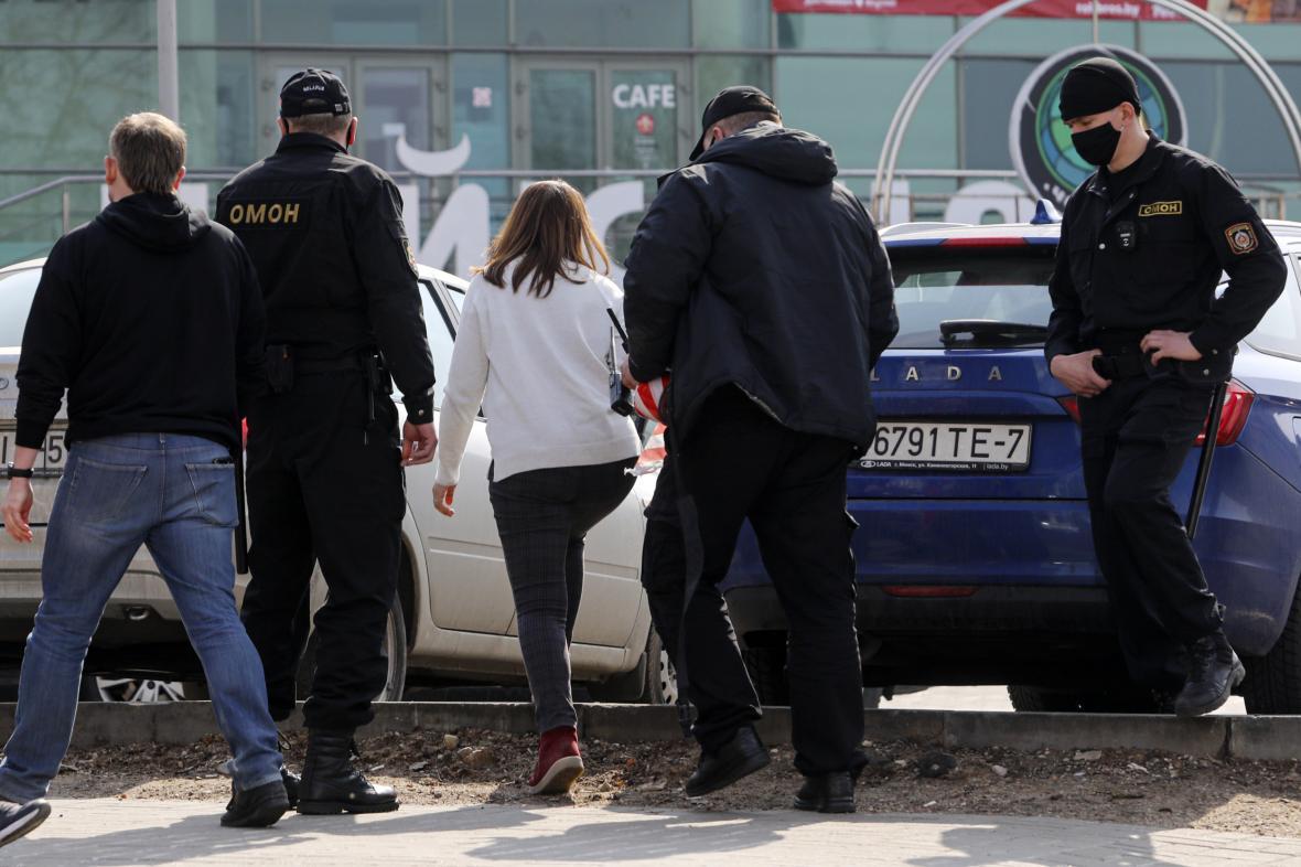 Běloruská policie zatýká před demonstrací