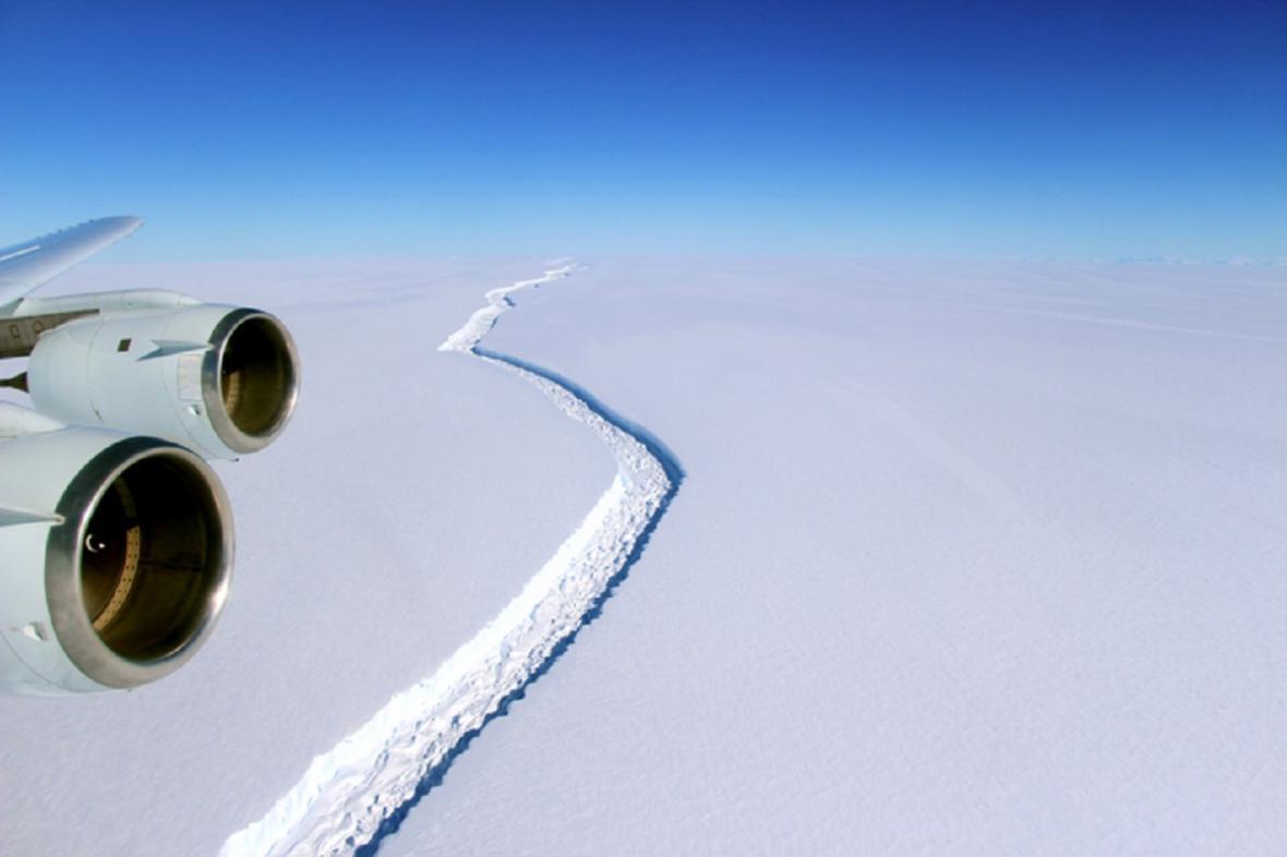 Trhlina v šelfovém ledovci Larsen C