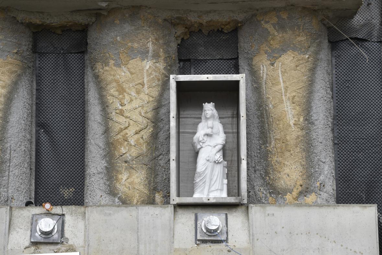 Socha svaté Barbory střeží tramvajový tunel v Brně