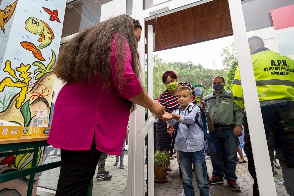 Návrat žáků do školy Vojanova v Děčíně v září 2020