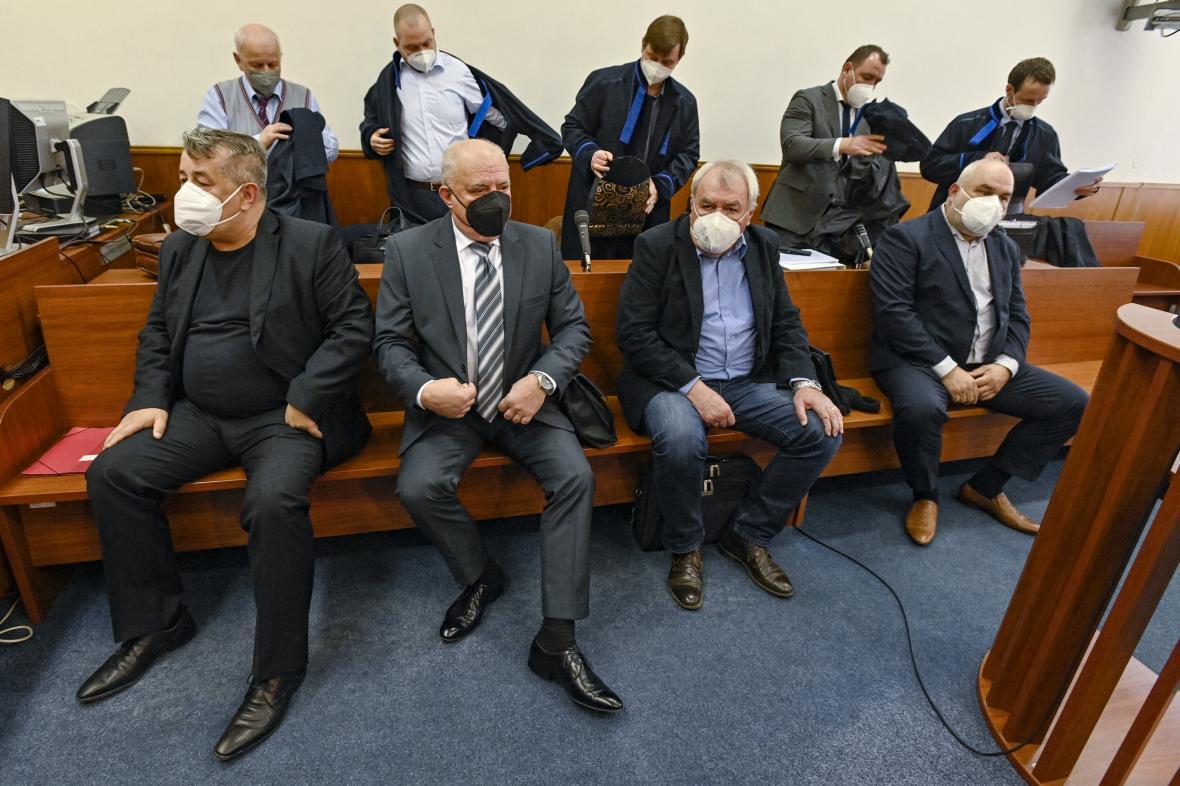 Zleva Petr Malý, Lubomír Novotný, Jaroslav Slavík a Miroslav Holub u soudu (19. 4. 2021)