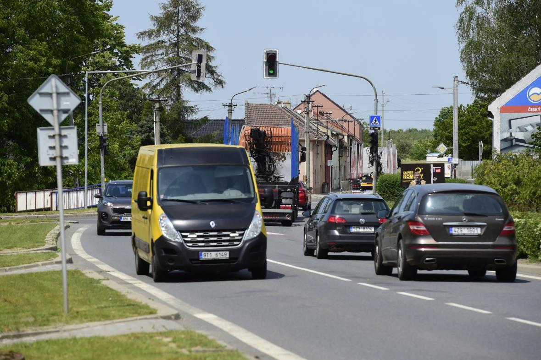 Hustá doprava v obci Kokory