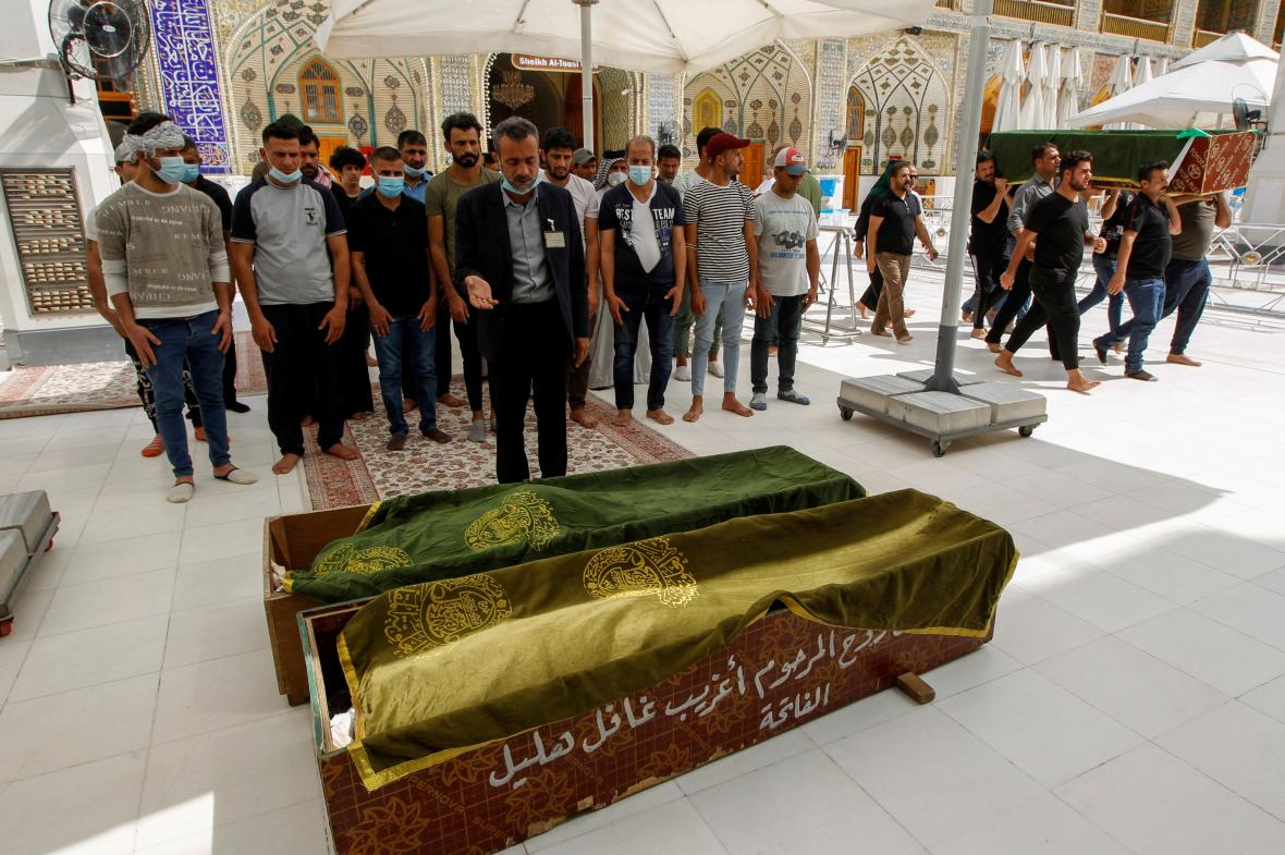 Pohřeb obětí požáru v bagdádské nemocnici