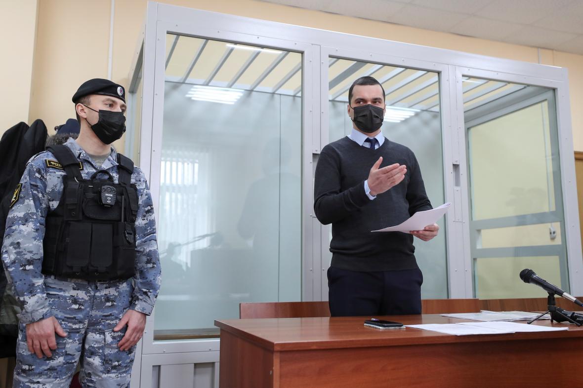 Právník FBK Vjačeslav Gimadi u soudu