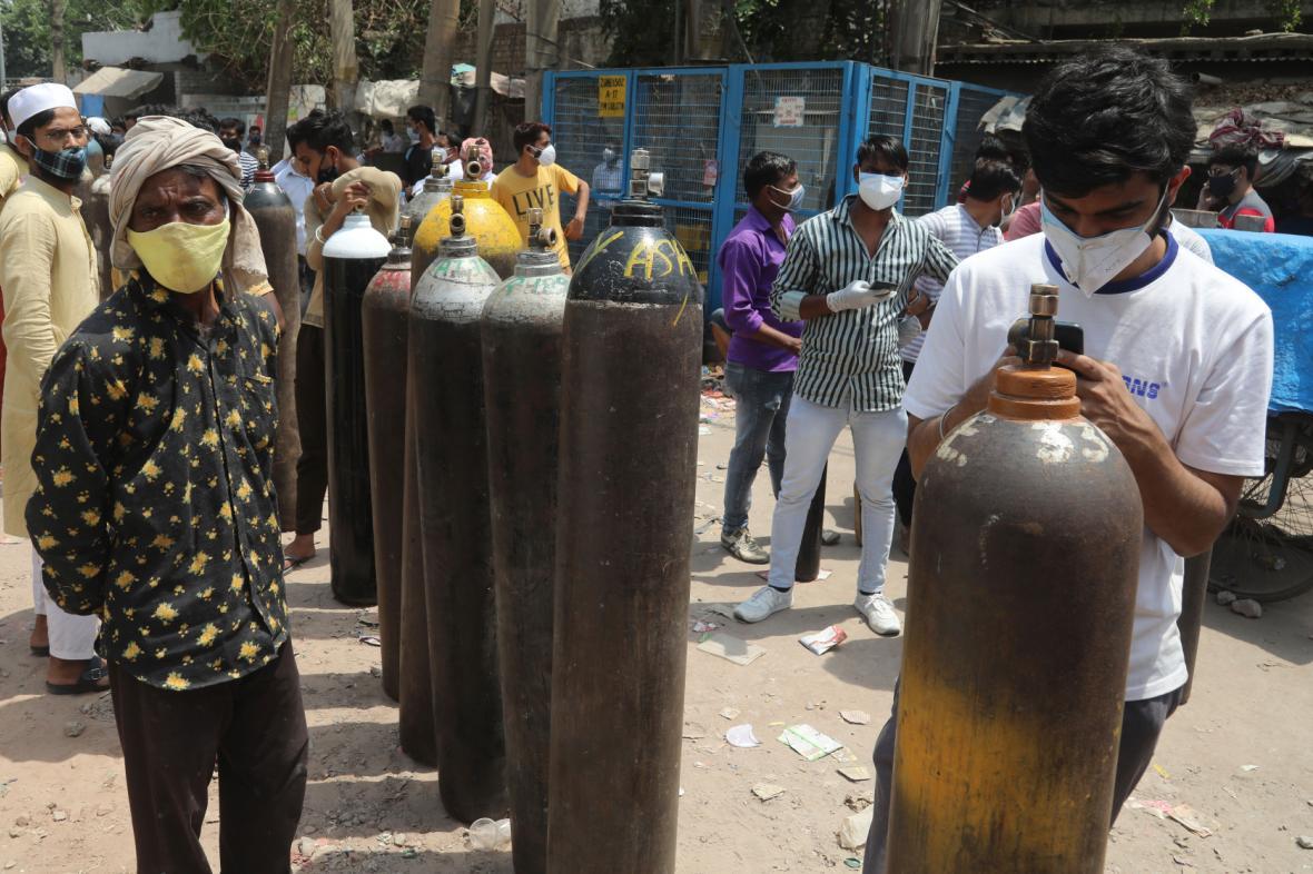 Kyslíkové lahve v Novém Dillím