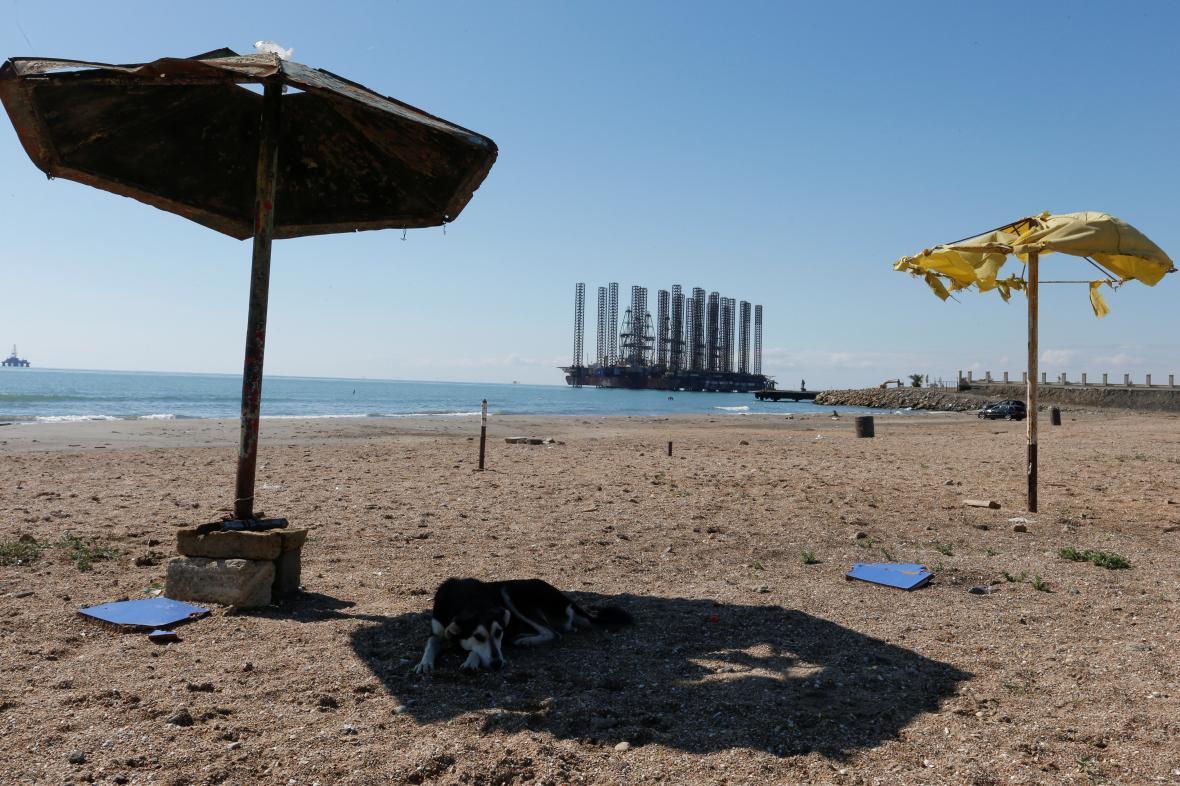 Opuštěná pláž u Kaspického moře