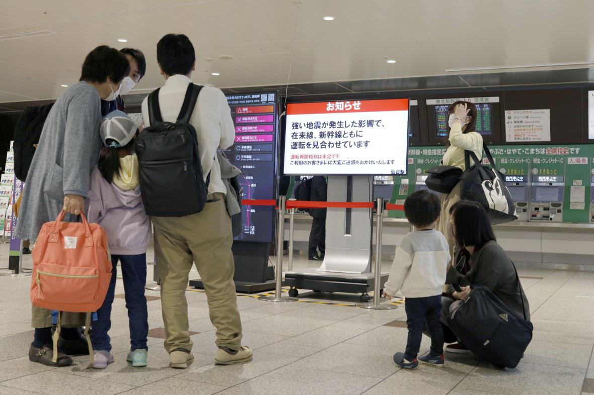 Kvůli zemětřesení byly zrušeny vlakové spoje