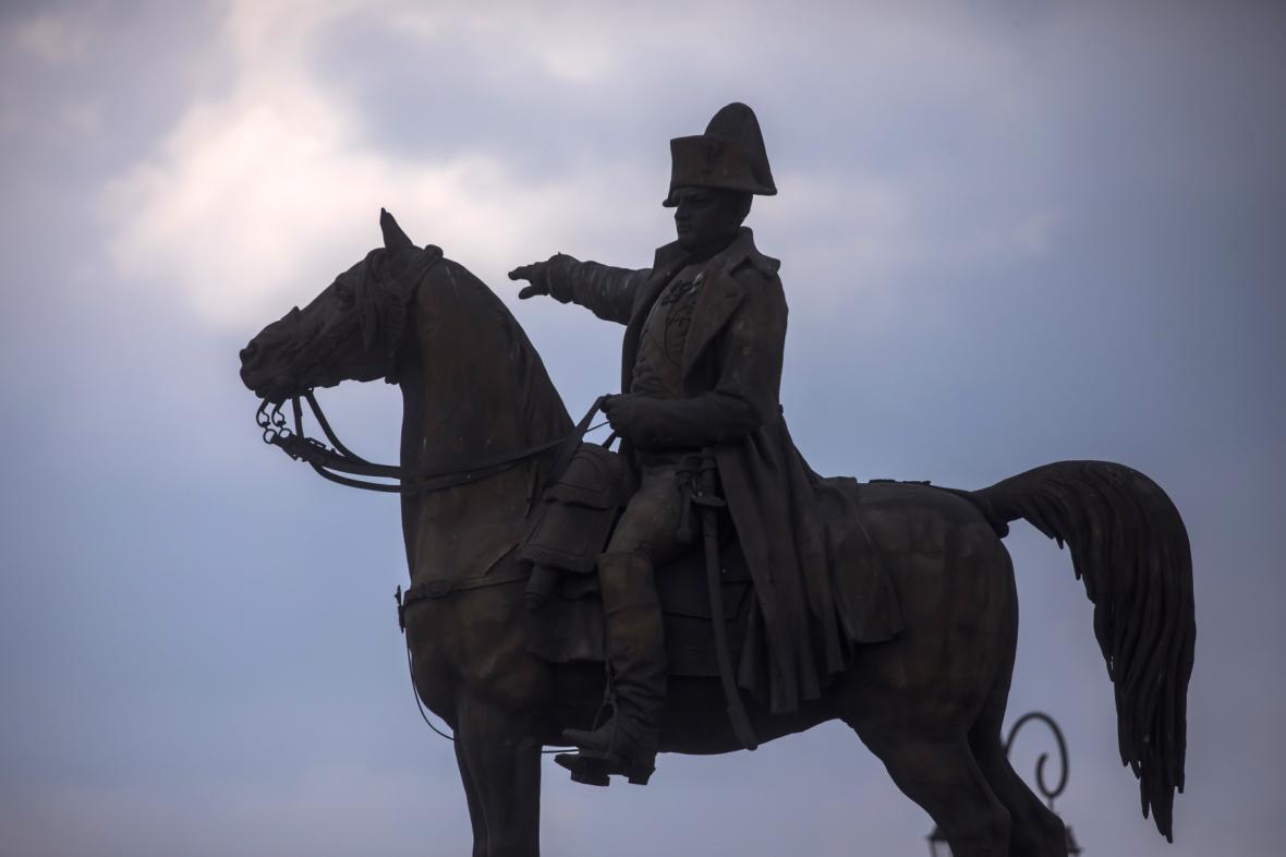 Socha Napoleona v Montereau-Fault-Yonne (autorem je Charles-Pierre-Victor Pajol)