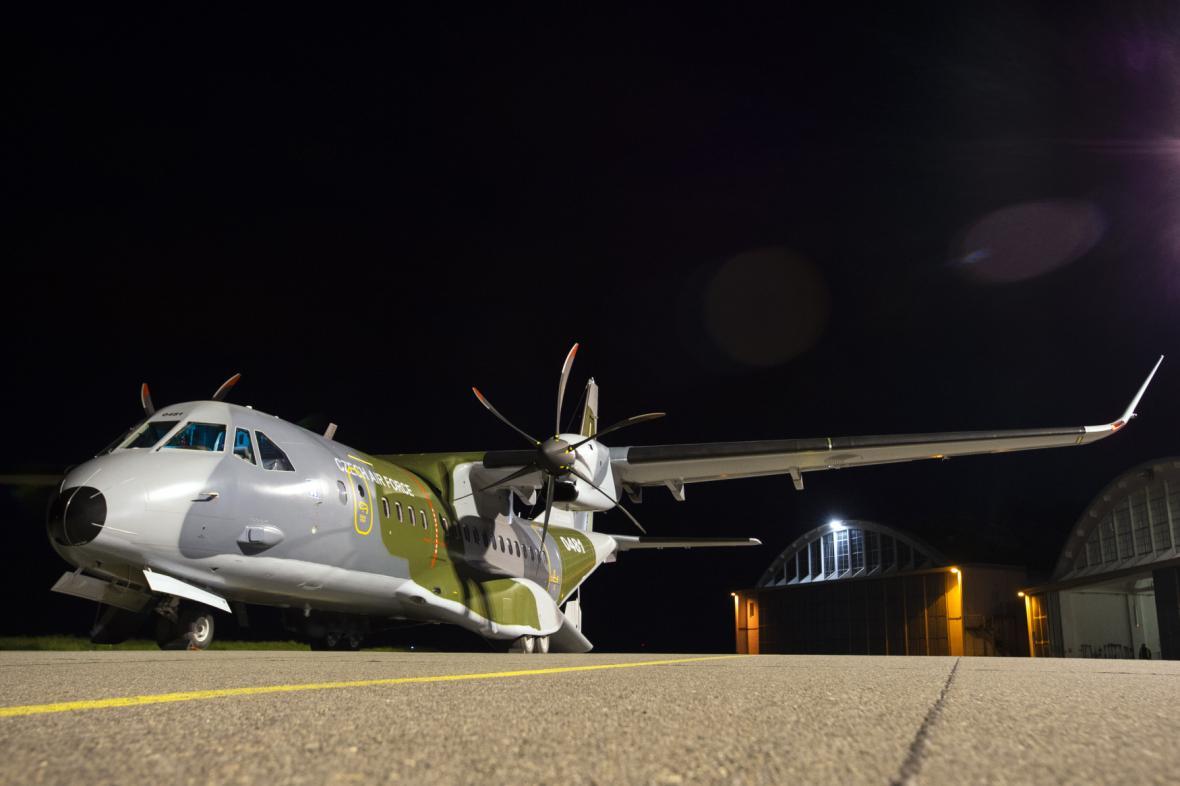 Nový letoun CASA přistál na letišti Kbely