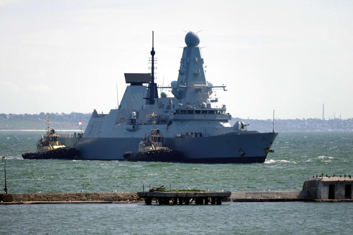 Britský torpédoborec Defender v oděském přístavu